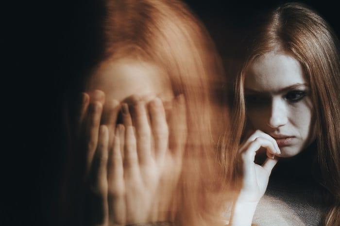 kobieta z chorobą afektywną dwubiegunową