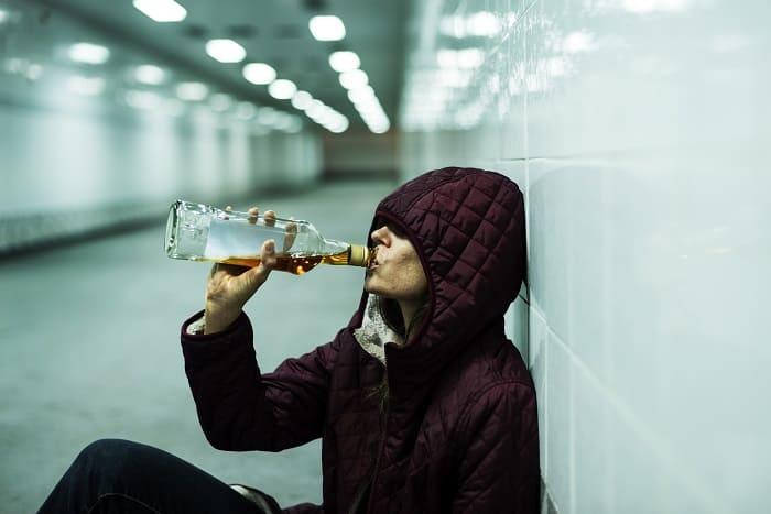 samotne picie alkoholu